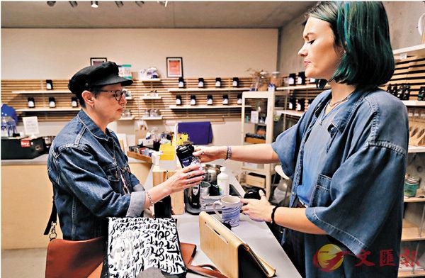 ■加國大麻商店明日起可發售大麻花、膠囊、酊劑和種子等。 美聯社