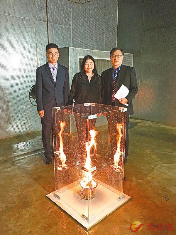 ■實驗室內模擬大廈天井�茪鶢癟峖角儺s捲的情況。香港文匯報記者詹漢基  攝