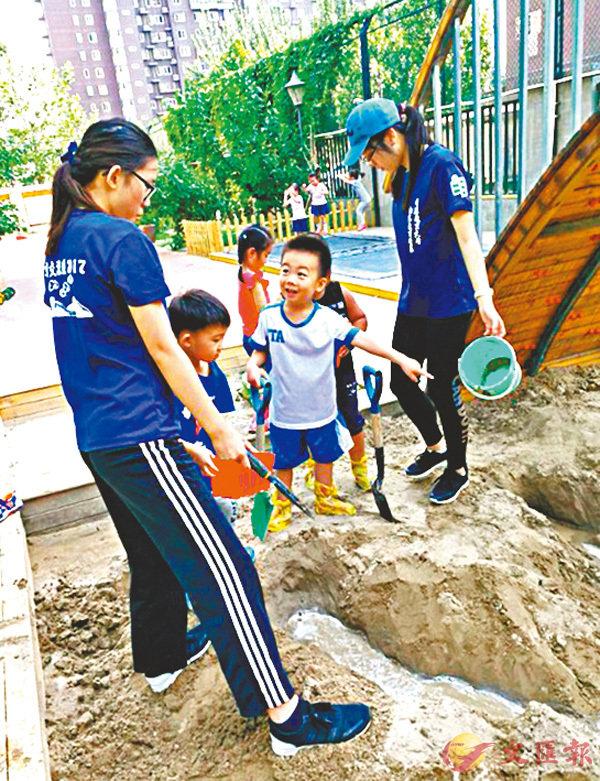 ■在北京的幼兒園,透過「標誌」的教學主題幫助幼兒學習發展。 教大供圖