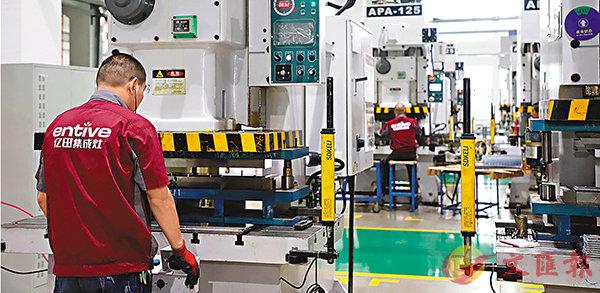 ■浙江工業製造企業正在加速進入工業互聯網時代。圖為浙江某企業車間一隅。 香港文匯報浙江傳真