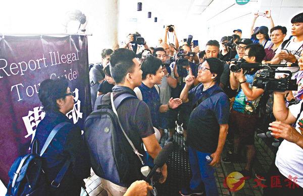 ■激進團體發起「光復行動」,現場場面混亂近3小時。 香港文匯報記者劉國權  攝