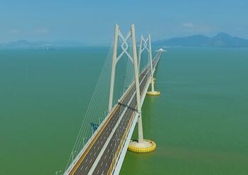 《港珠澳大橋》在港首映 導演:紀錄三地建設者勞動成果