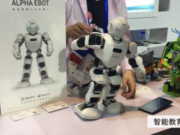 高交會智能機器人逐個看