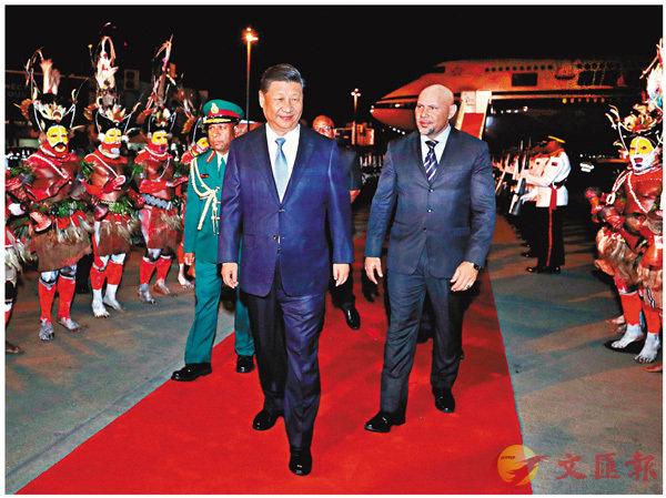 ■習近平抵達莫爾茲比港,開始對巴布亞新幾內亞進行國事訪問、同建交太平洋島國領導人會晤並出席APEC峰會。 新華社