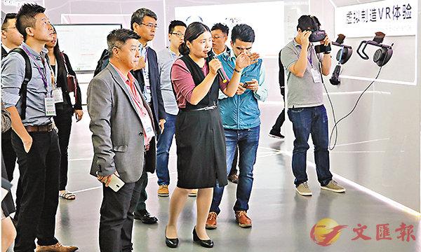 ■参观团在广州高新区参观。 香港文汇报记者敖敏辉摄