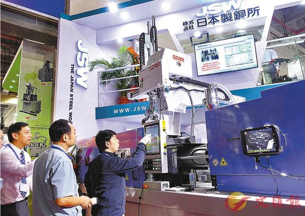 ■廣東智博會昨日開幕,不少日本設備商積極參展拓展內地市場。   香港文匯報記者盧靜怡 攝