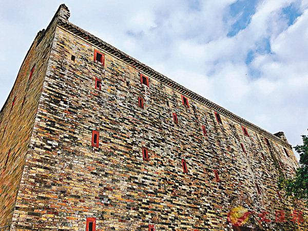 ■碉楼古堡。 香港文汇报记者方俊明摄