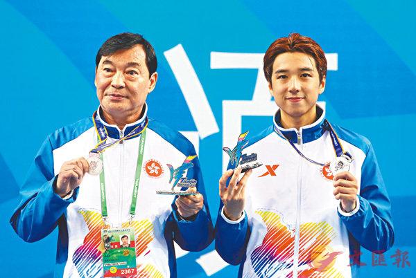 ■崔浩然(右)在今届亚运取得两面银牌。  资料图片