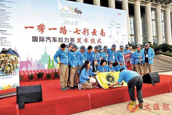 ■車手賽前合影。 香港文匯報記者丁樹勇 攝