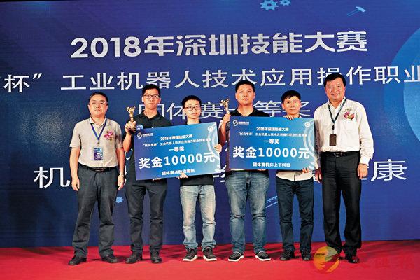 ■機器人競賽奪冠的選手。