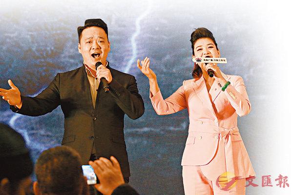 ■王光嬌在現場演唱作品。