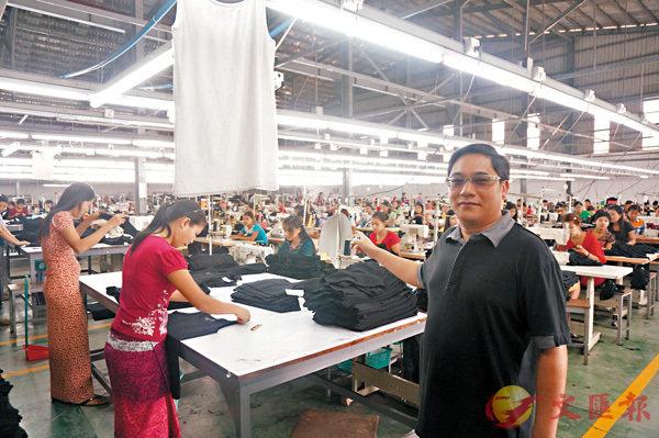 ■緬甸福源製衣有限公司總經理龐志偉指,緬甸成本低,至少有六成服裝廠是來自香港、內地和台灣。香港文匯報記者李昌鴻 攝