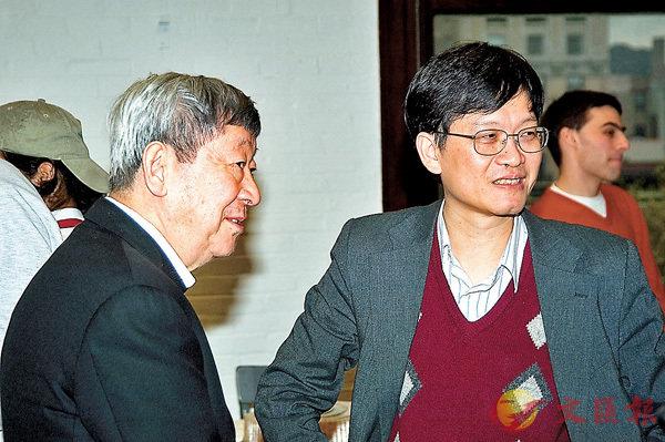 ■2005年,莫毅明(右)在美國哥倫比亞大學與Masatake Kuranishi 教授參加「複分析、微分幾何與偏微分」會議。
