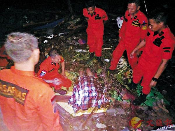 ■ 救援人員發現屍體。 路透社
