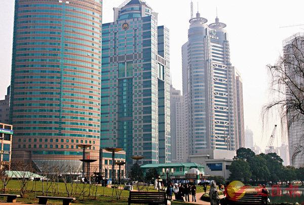 ■戴德梁行的報告指上海寫字樓仍是最受青睞的大宗交易主體。 資料圖片