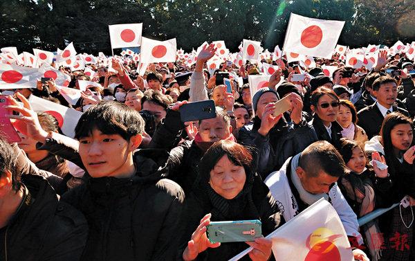 ■大批民眾把握「最後機會」湧到皇宮賀年。 法新社