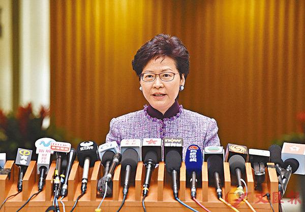 ■林鄭月娥出席行政會議前會見傳媒。 中通社
