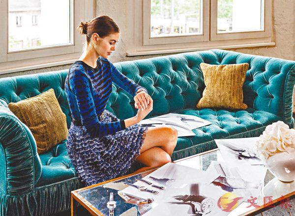 ■歐米茄品牌名人大使凱雅.格柏參與全新錶帶的設計,配搭今年Tresor腕錶系列。