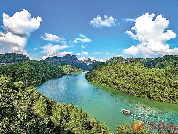 ■韶關水上丹霞的景色別具一格,不枉世界自然遺產之名。資料圖片