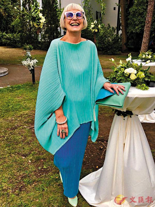■Inge最近參加朋友婚宴,穿上筆者2005年舊時設計,非常有型。 作者提供