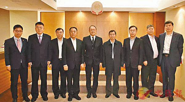 ■河北省政府副秘書長郝傑成一行到訪潮商會,賓主合照。