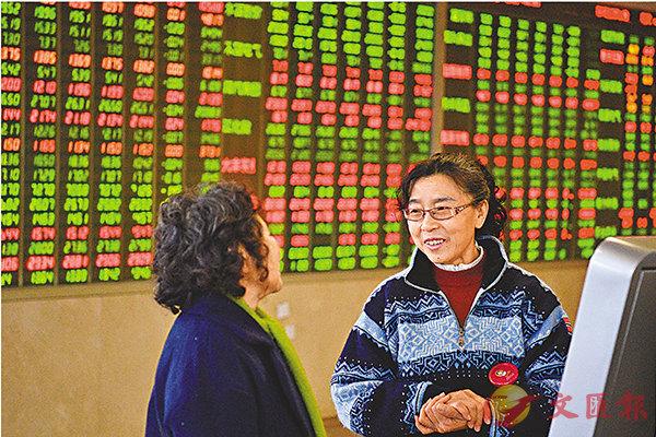 ■滬深三大指數昨均報升,當中滬綜指數累漲1.55%。 中新社