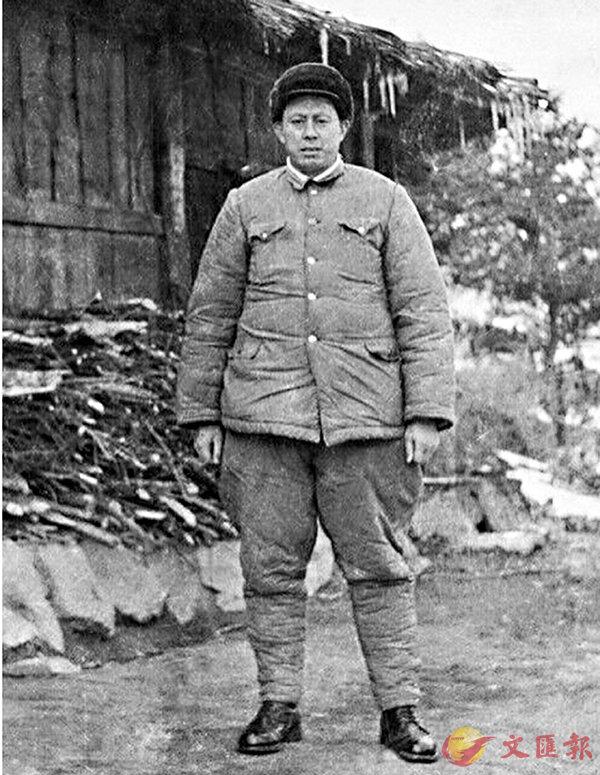 ■抗美援朝時期,顏伏在朝鮮留影。  作者提供