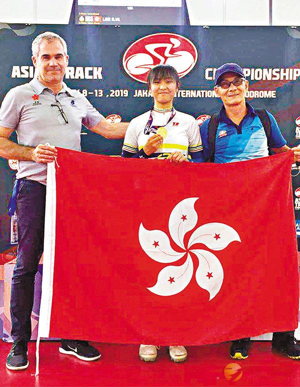 ■李思穎(中)在女子青年組記分賽勇奪金牌。 單車會圖片
