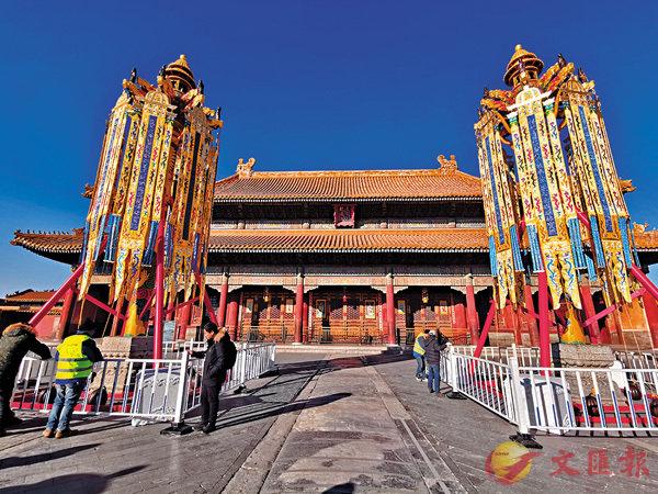 ■故宮昨日首度復原天燈、萬壽燈。圖為萬壽燈。香港文匯報記者江鑫嫻  攝