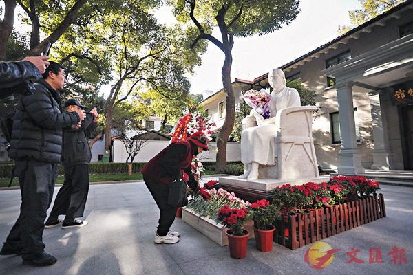 ■上海宋慶齡故居紀念館昨日以「鮮花代門票」形式恢復向公眾開放。 中新社