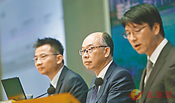 ■陳帆召開記者會,指出紅磡站3處工程改動的問題。 香港文匯報記者莫雪芝  攝