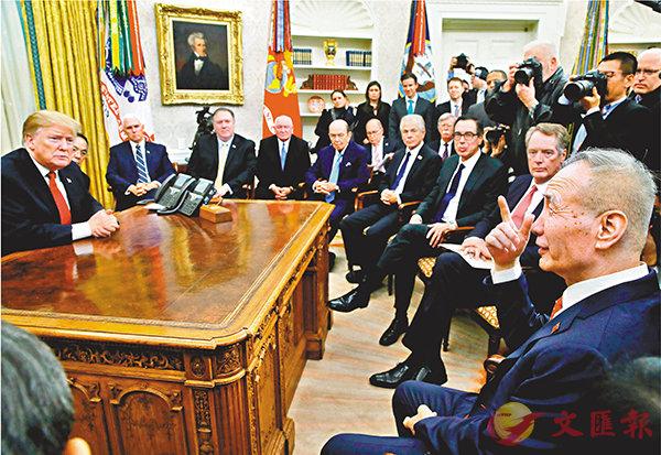 ■華盛頓時間1月31日,美國總統特朗普在白宮橢圓形辦公室會見劉鶴。 美聯社