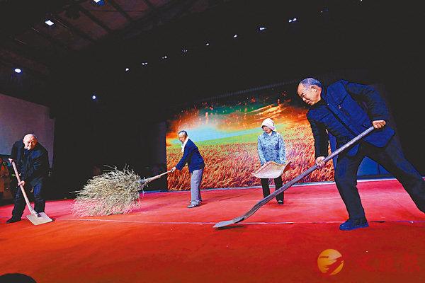 ■《農耕文化展示》勾起人們難忘的回憶和濃濃的鄉愁。 香港文匯報記者馮雷  攝