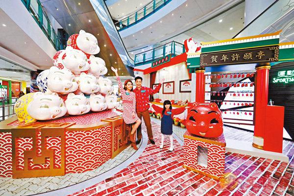 ■德福廣場2期的3米高特色造型豬仔錢罌及主題展覽區,糅合創意及本土文化氣息,與大家一起喜迎新春,回味昔日香港情懷。