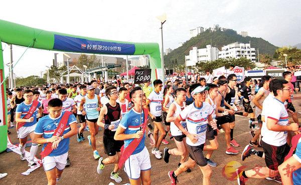 ■首屆「校服跑」吸引了逾1,800人參加。