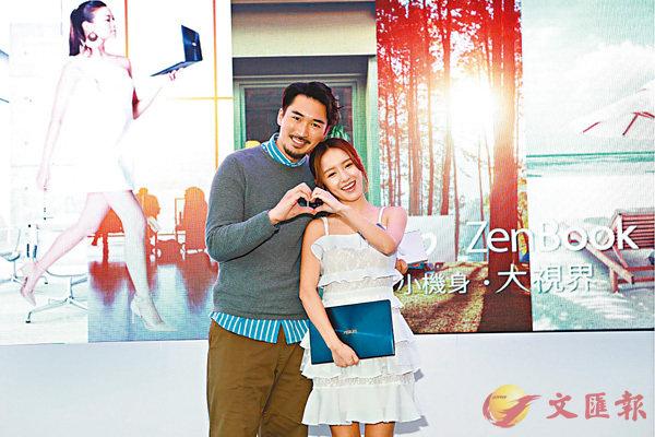 ■在即將來臨的情人節,愛侶以科技產品傳情,圖為模特兒手持ASUS ZenBook系列。