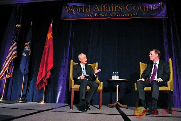 ■中國駐美大使崔天凱(左)近日應邀與美國前副國務卿伯恩斯就中美關係展開對話交流。  中新社