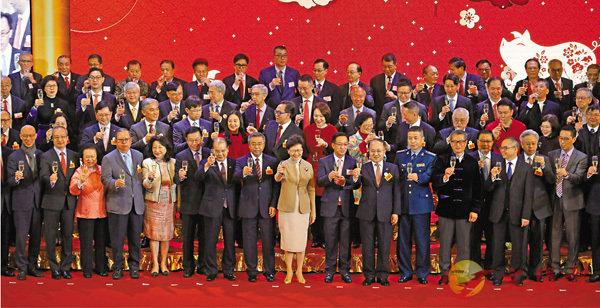 ■鄉議局舉行新春團拜,林鄭月娥、王志民及數百名政界和地區人士出席。 香港文匯報記者劉國權  攝