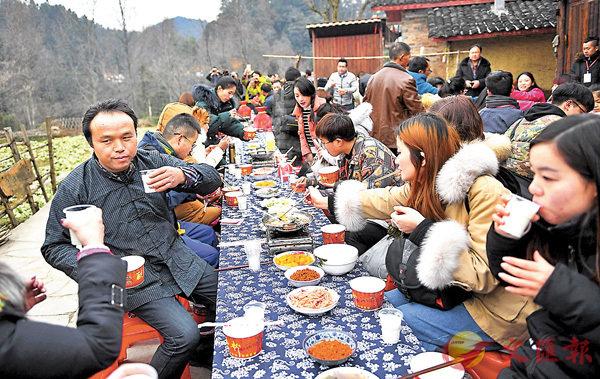 ■以「脫貧」聞名全國的湘西十八洞村,春節期間迎來大批外地遊客。 資料圖片