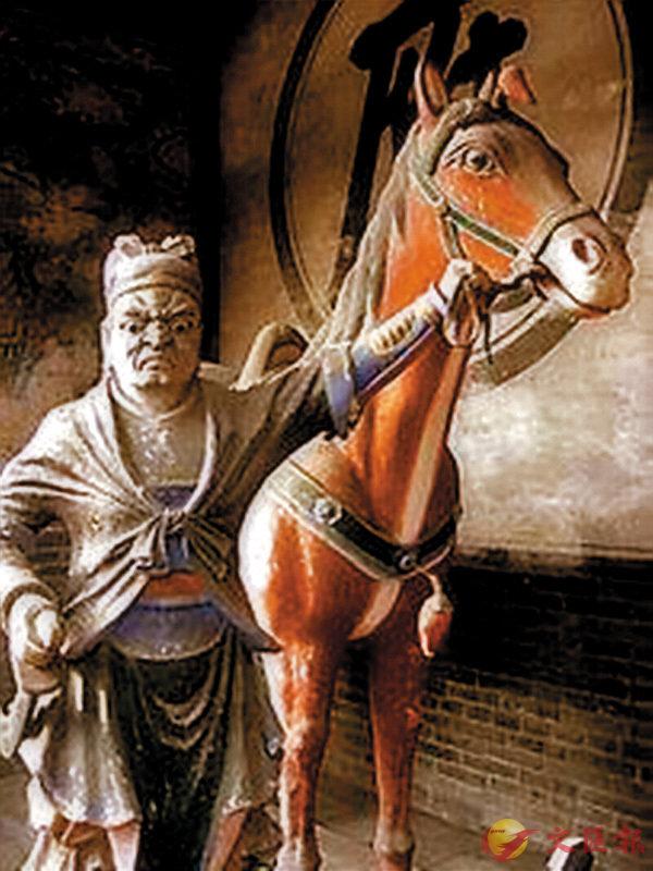 ■馬伕牽馬之雕像。 作者提供