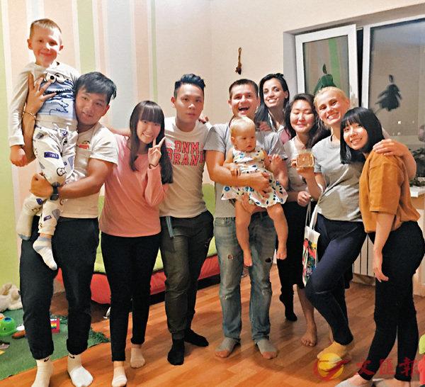 ■一眾港專學生到海參崴當地家庭進行家訪。