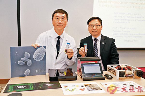 ■中大團隊希望研發一套臨床應用的自動化微型機械人診斷平台,減省化驗時間和所需人力,提高準確度。沈祖堯教授(左)及張立(右)是研究團隊主要成員。 中大圖片