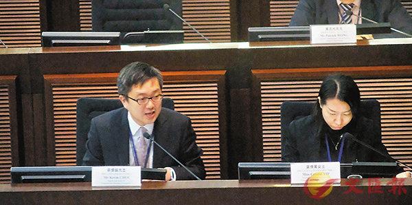 ■蔡傑銘(左一)指豁免隧道費的安排並未反映在今次九巴加價申請。 香港文匯報記者梁祖彝  攝