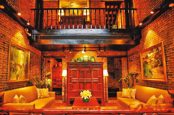 修復3千件中式舊傢具,廣州跨國夫婦30年建造7個家庭「博物館」。香港文匯報廣州傳真