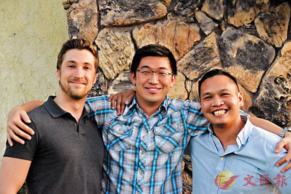 ■張少甫(中)與團隊成員Bobby(右)、Andrew合影。
