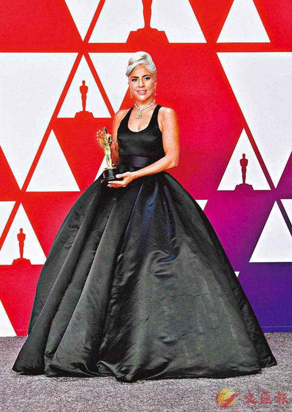■Lady Gaga重現柯德莉夏萍造型。美聯社