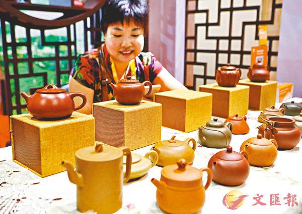 ■紫砂壺是中國一種傳統的茶壺,以江蘇宜興出產的最好。資料圖片