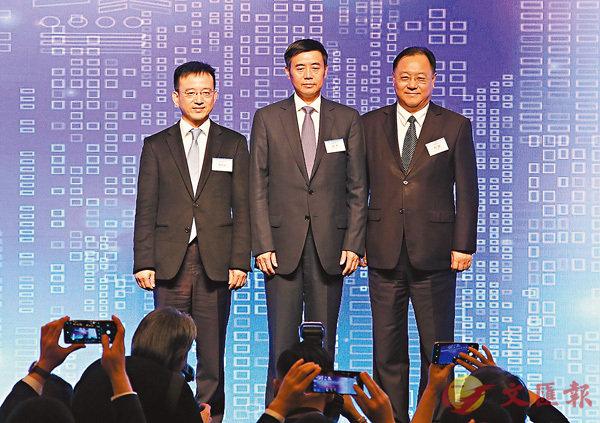 ■杜鵬(右)稱,前海鼓勵香港專業人士參與合作區建設。 潘達文 攝