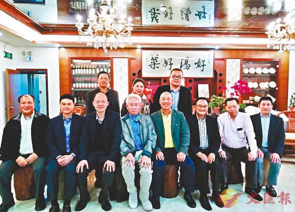 深港物流業聚會深圳,謀大灣區物流合作機遇。前排左三為鍾鴻興。