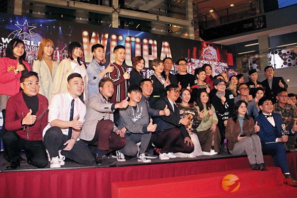 ■J.Arie(後排左二)昨日出席香港賽區記者會。